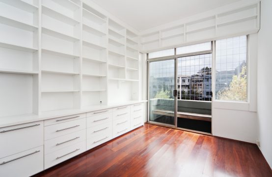 Renovated 1 bedroom with timber floors. Perfect investment, 1st home or city pad