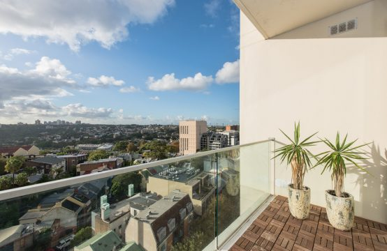 Spacious split level 1 BR with district views Darlinghurst– Deposit received
