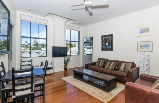 BALMAIN 2 BED APARTMENT WITH PARKING