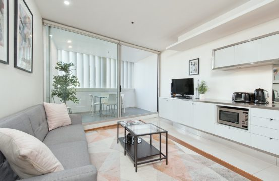 SPACIOUS FURNISHED DARLINGHURST STUDIO **DEPOSIT RECEIVED**