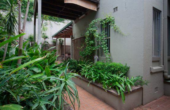 1 Bedroom Art Deco Apartment in Redfern